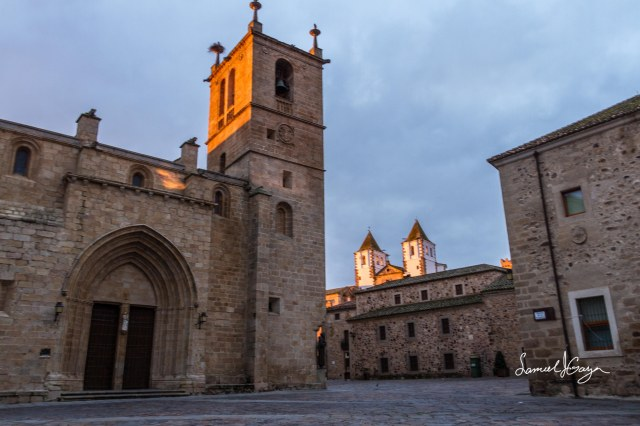 Iglesia de Santa Maria on the left.
